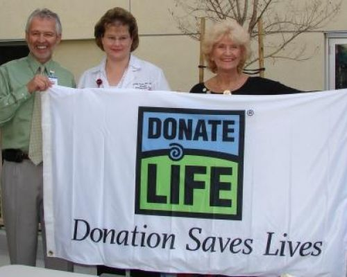 Ventura West Valley TRIO's Jackie Colleran presenting Donate Life flag April 2009